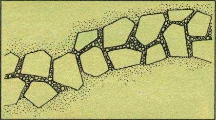 Ke stavbě dlážděných cest v trávníku jsou rovněž vhodné nepravidelné cementové šlapáky.