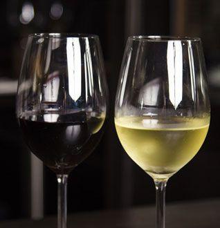Červené víno k huse. bílé víno k rybě